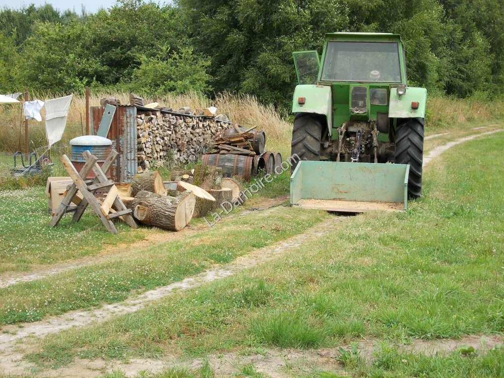 The Deutz tractor with transport box
