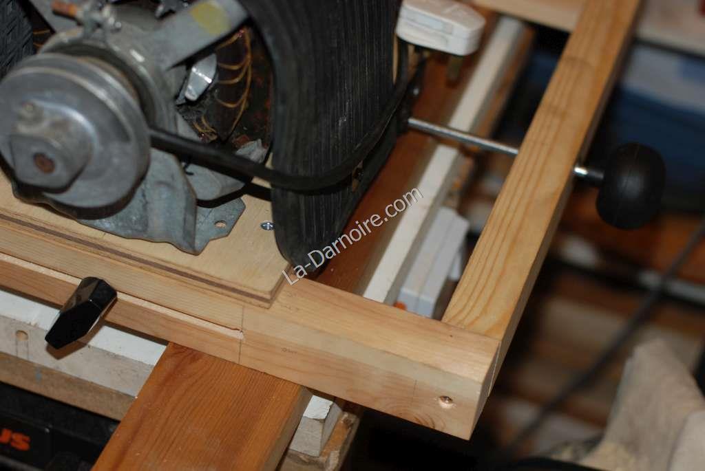 Scratter motor fan belt tensioner