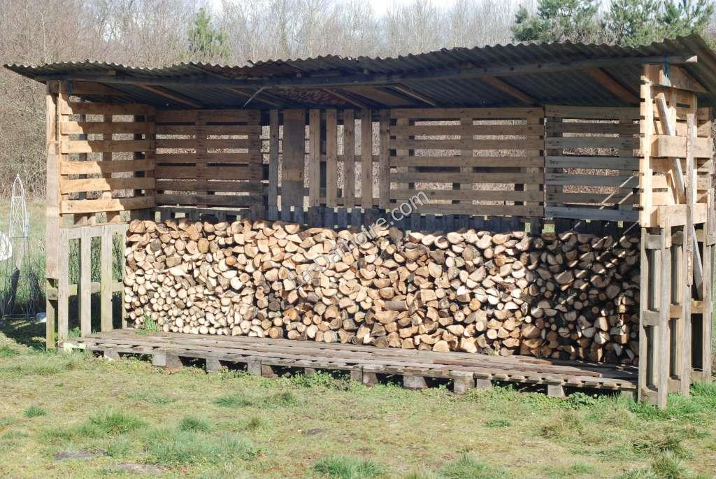 The pallet wood shed