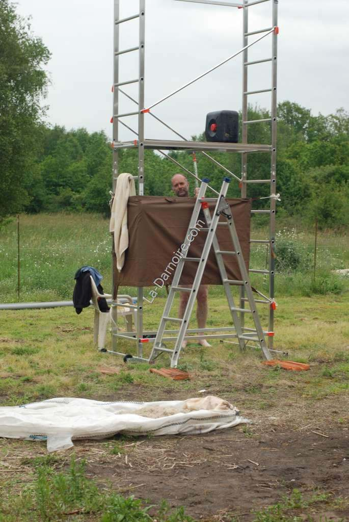 The scaffold shower in use