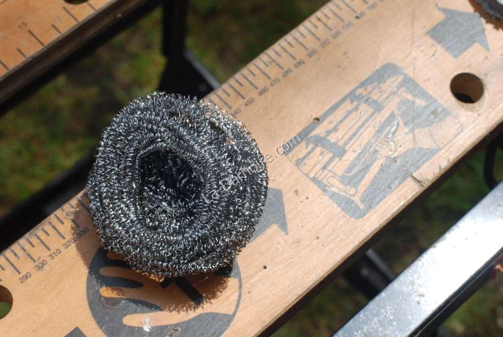Pot scourer around drainpipe